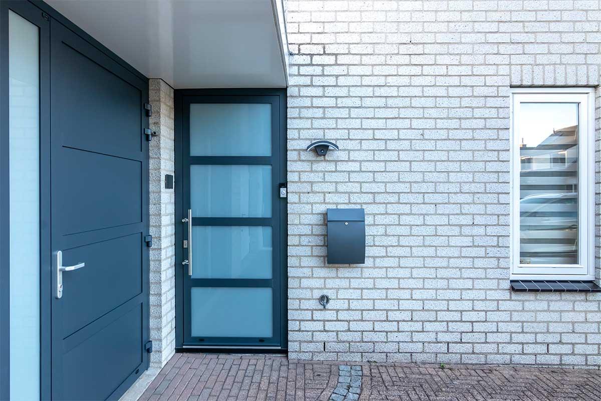 garagedeur en voordeur (11)