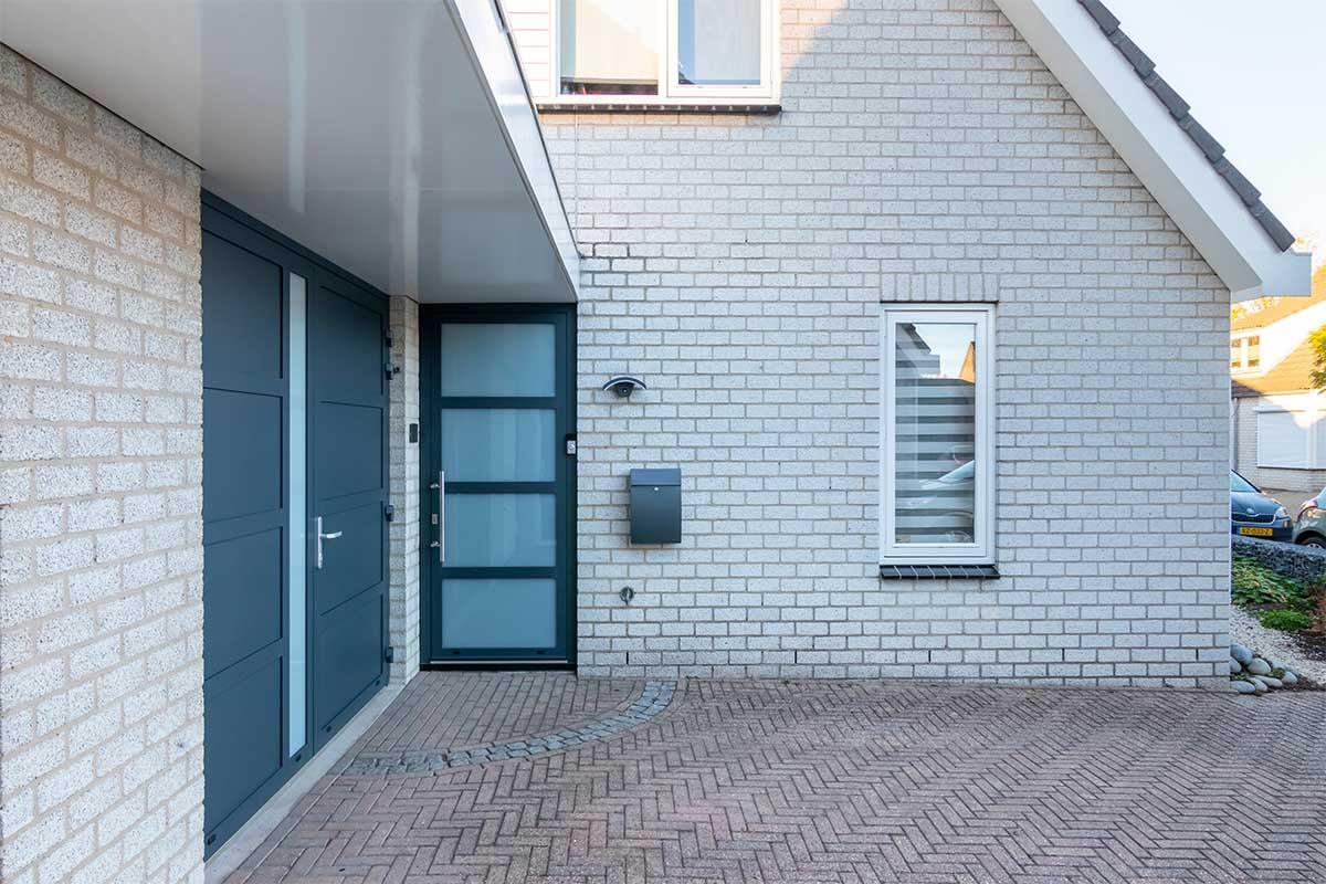 garagedeur en voordeur (12)