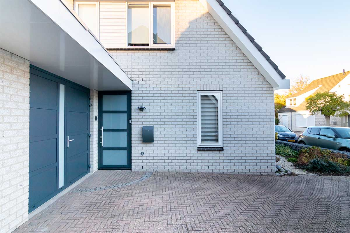 garagedeur en voordeur (13)