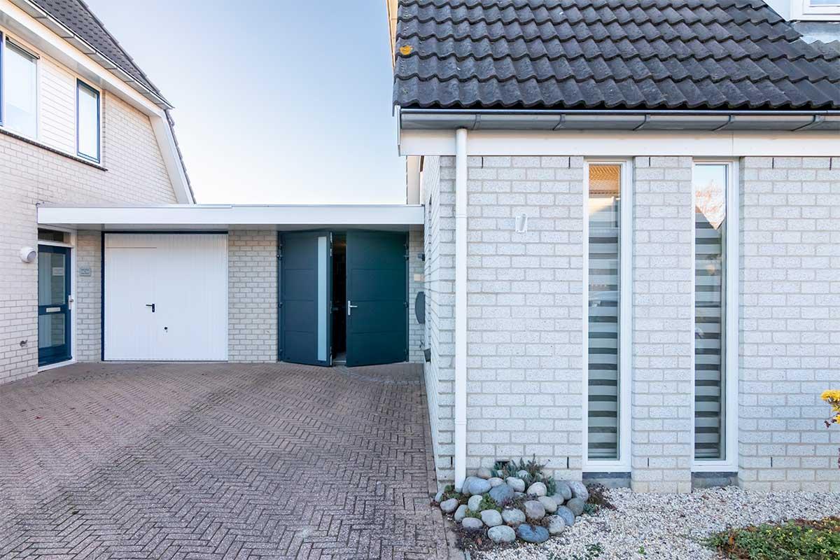 garagedeur en voordeur (14)