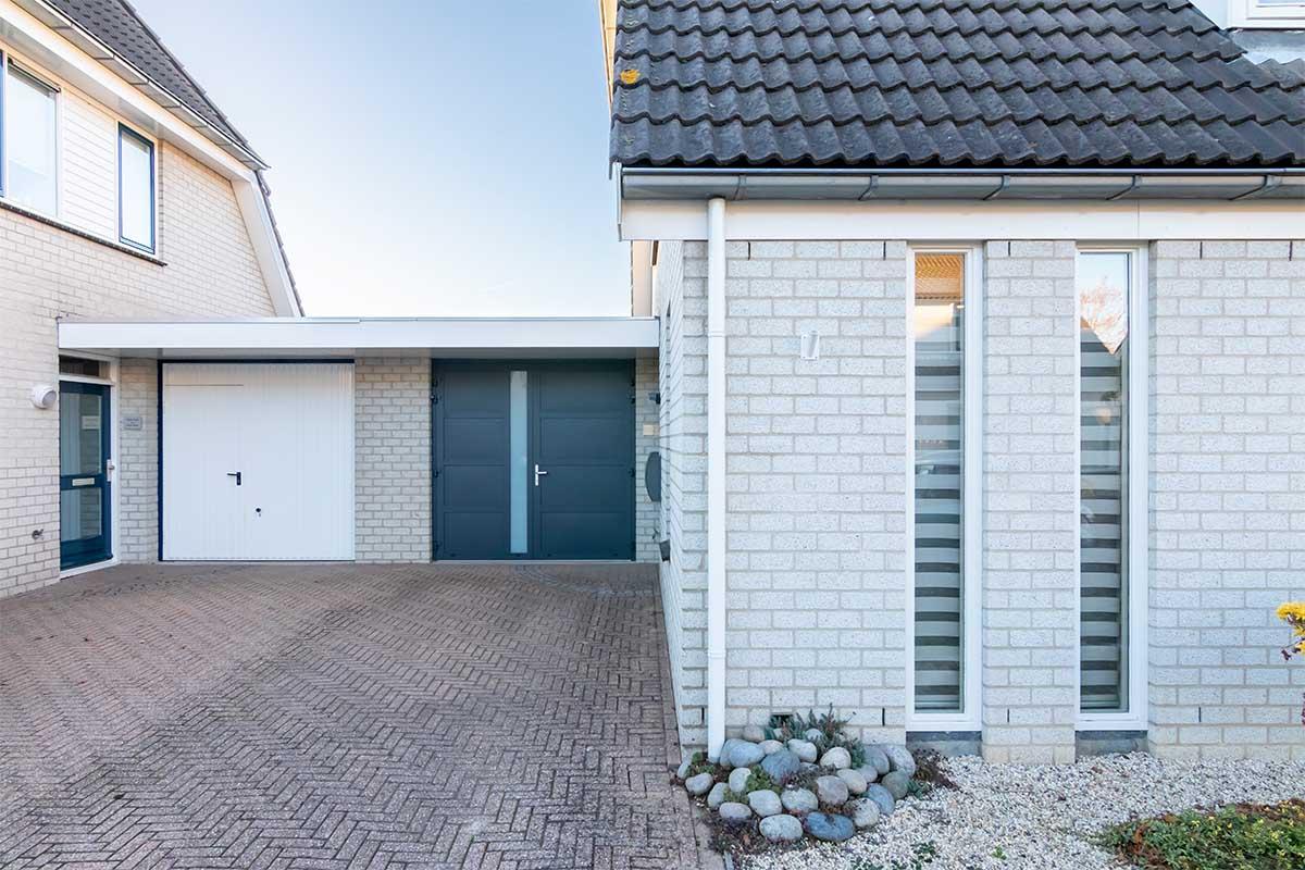 garagedeur en voordeur (15)