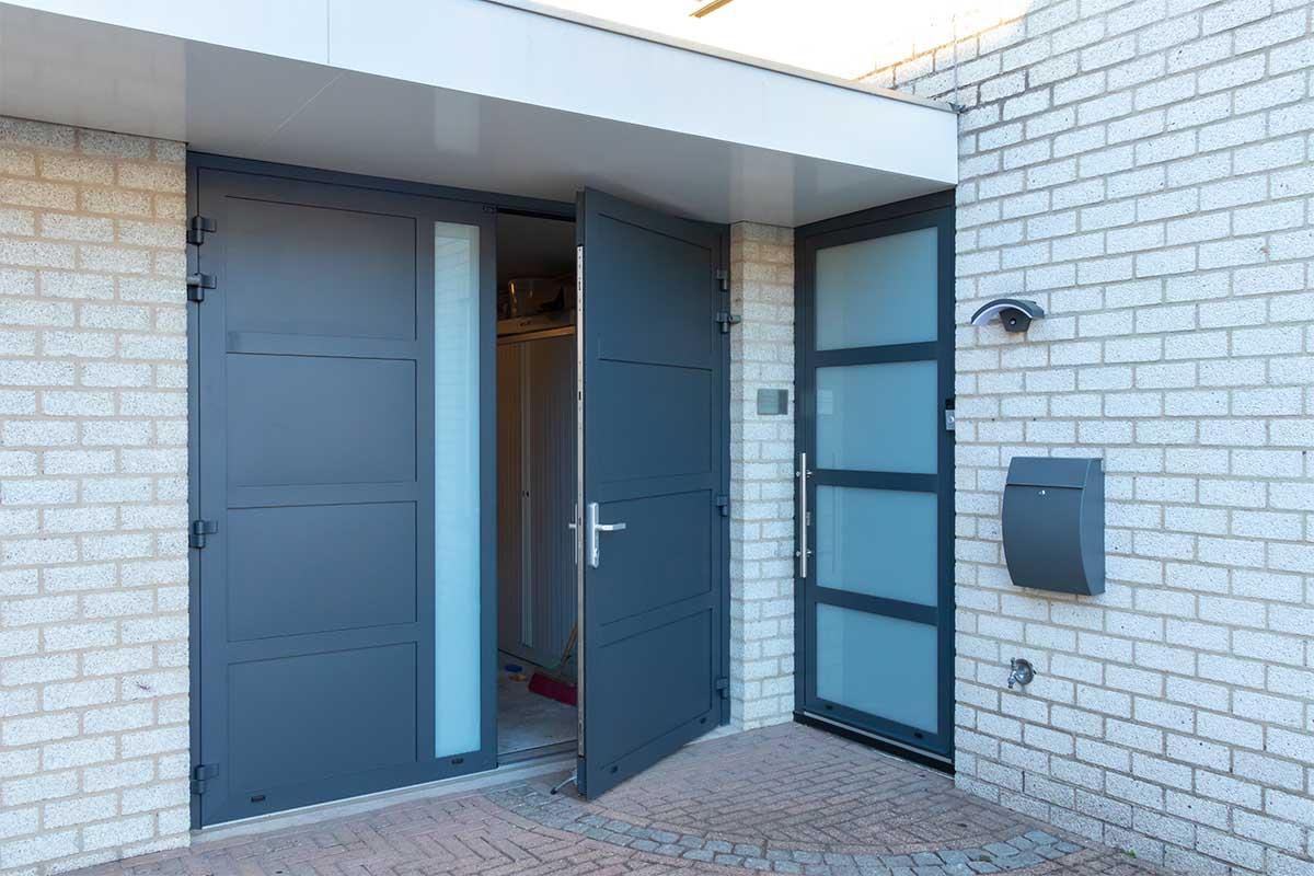 garagedeur en voordeur (17)
