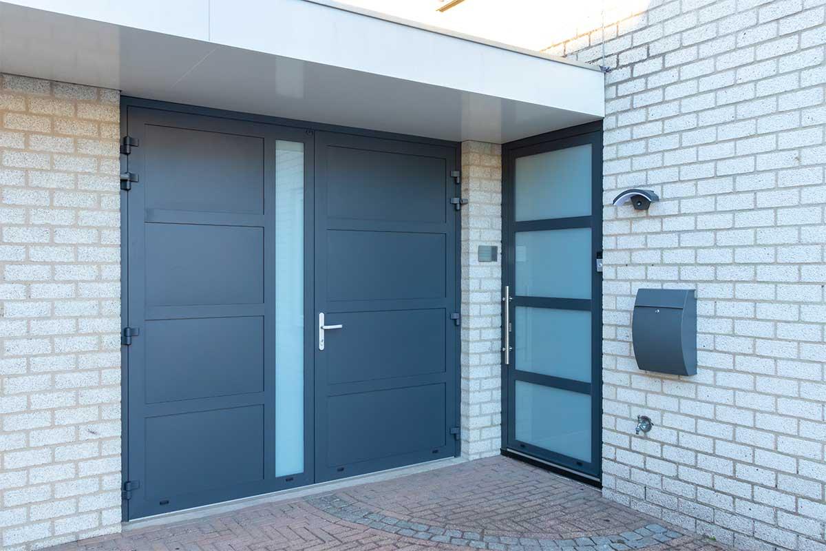 garagedeur en voordeur (18)