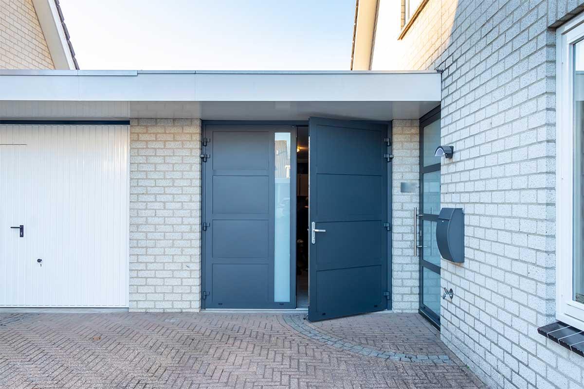 garagedeur en voordeur (20)