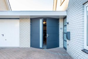 garagedeur en voordeur (21)