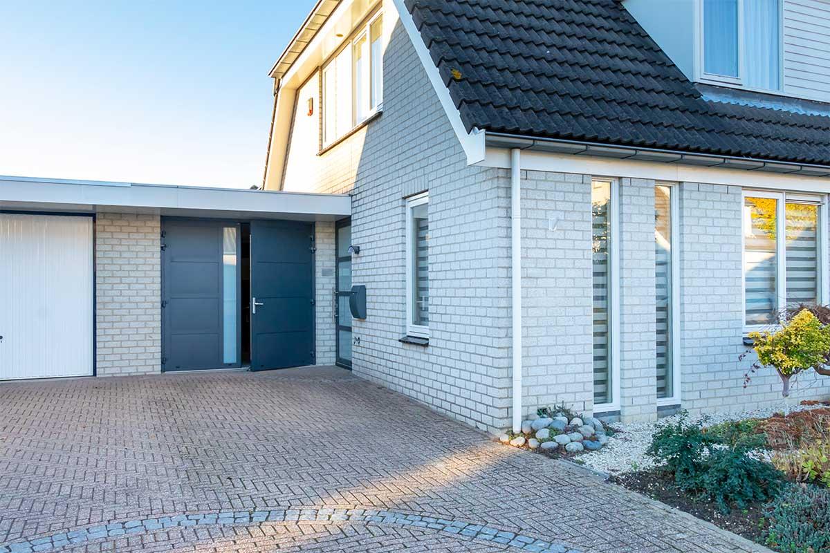 garagedeur en voordeur (23)