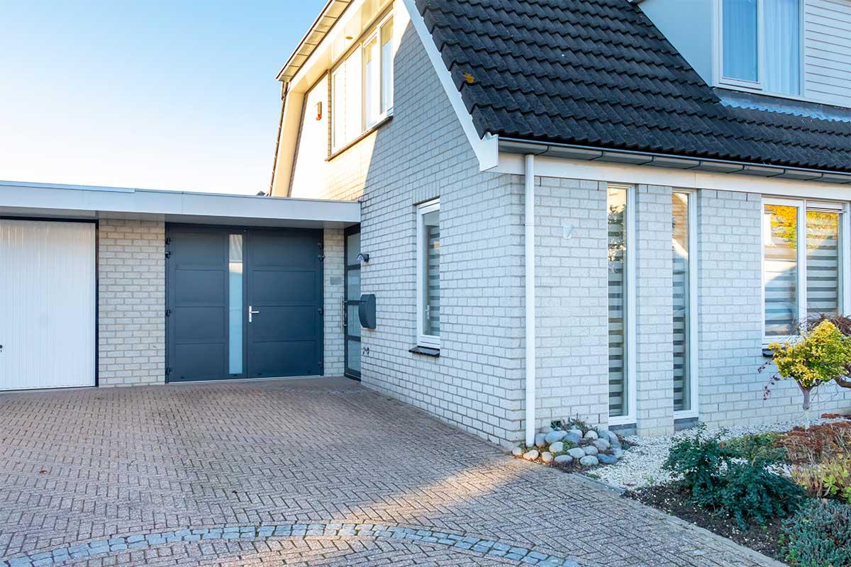 garagedeur en voordeur (24)