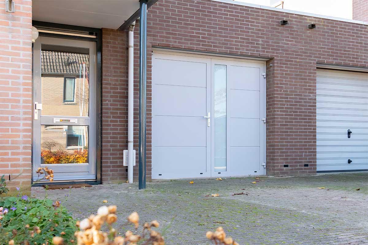 openslaande-garagedeur-verticaal-glas (2)