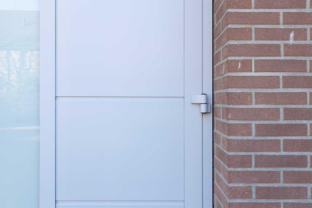 openslaande-garagedeur-verticaal-glas (3)