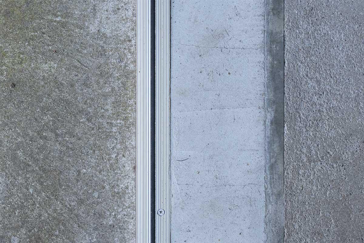 openslaande-garagedeur-verticaal-glas (4)