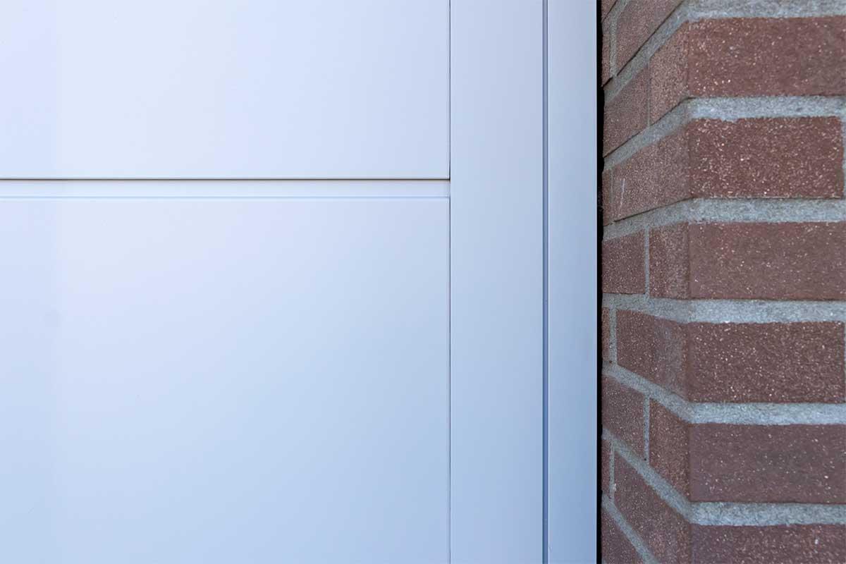 openslaande-garagedeur-verticaal-glas (5)