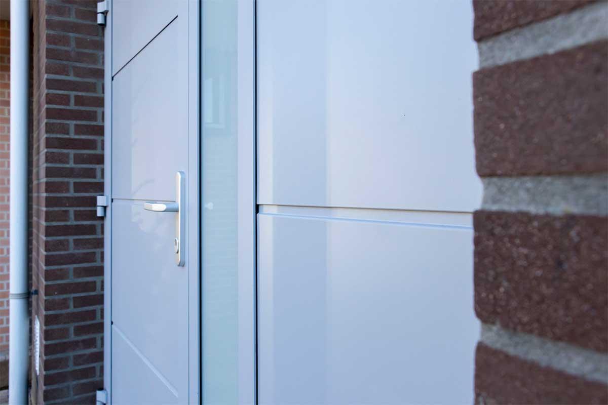 openslaande-garagedeur-verticaal-glas (6)