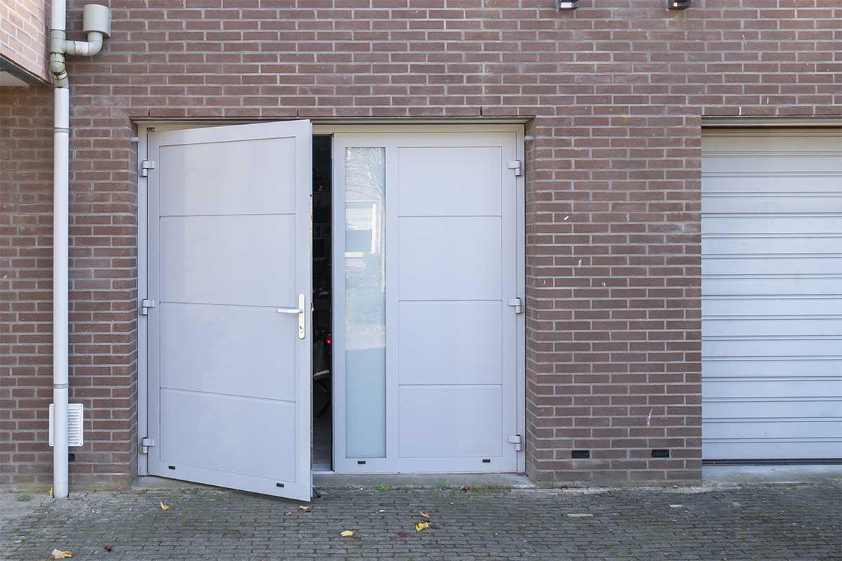 openslaande-garagedeur-verticaal-glas (9)