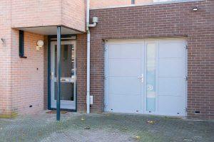 openslaande-garagedeur-verticaal-glas (11)