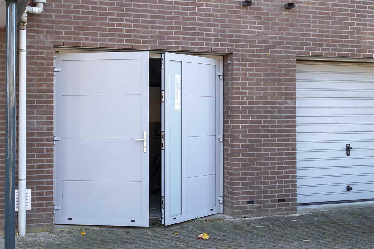 openslaande-garagedeur-verticaal-glas (13)