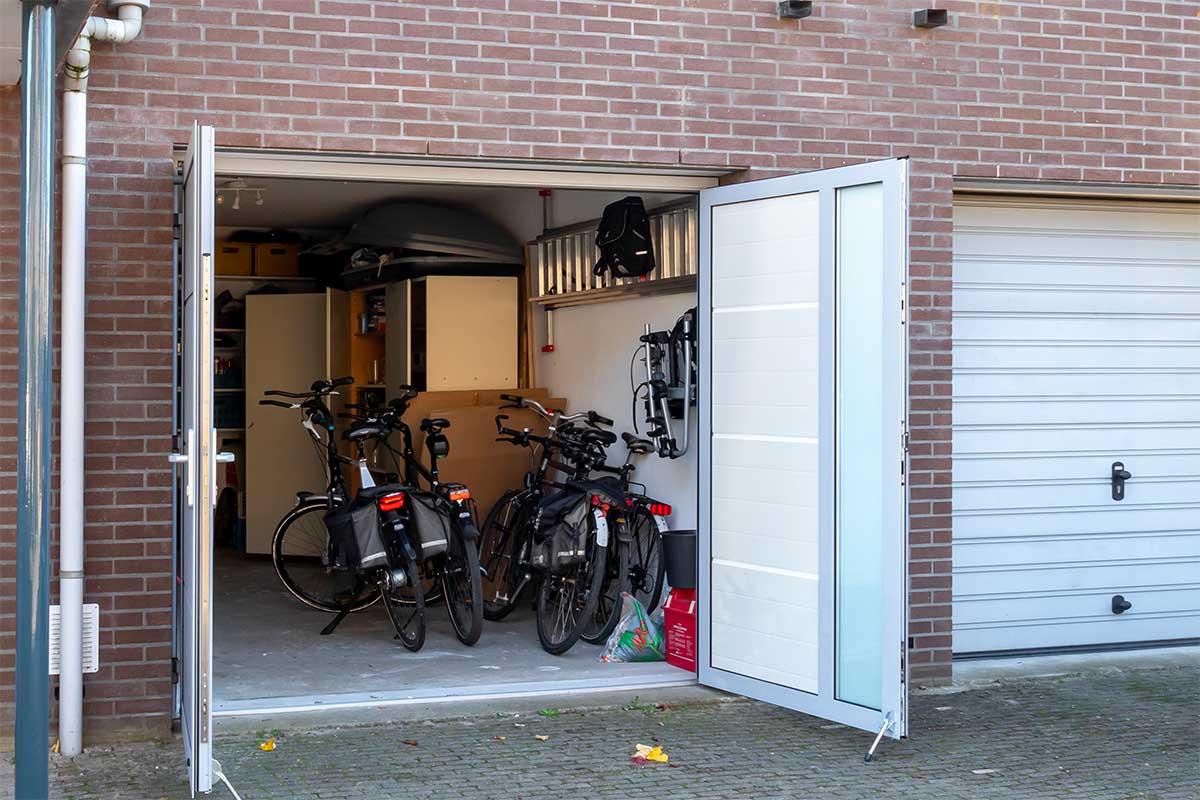 openslaande-garagedeur-verticaal-glas (14)