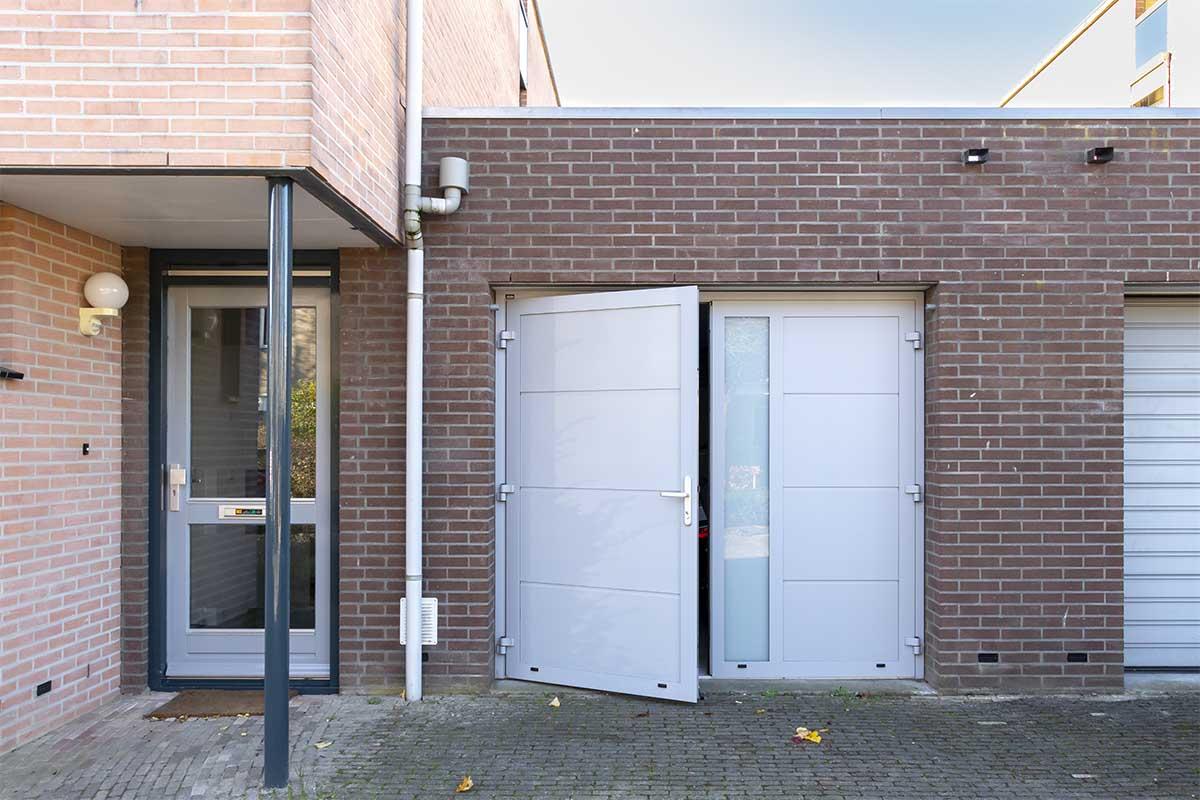 openslaande-garagedeur-verticaal-glas (16)