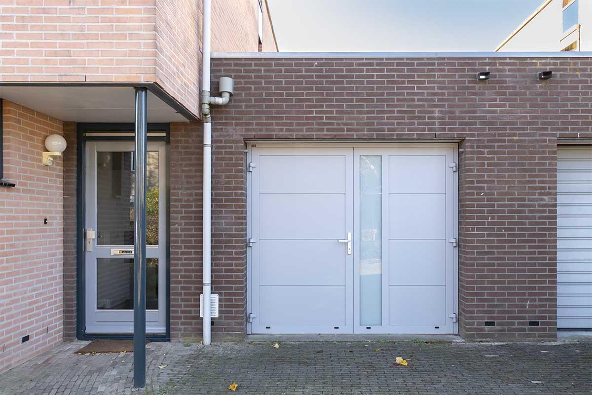 openslaande-garagedeur-verticaal-glas (17)