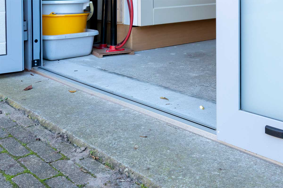 openslaande-garagedeur-vloer-aansmeren (20)