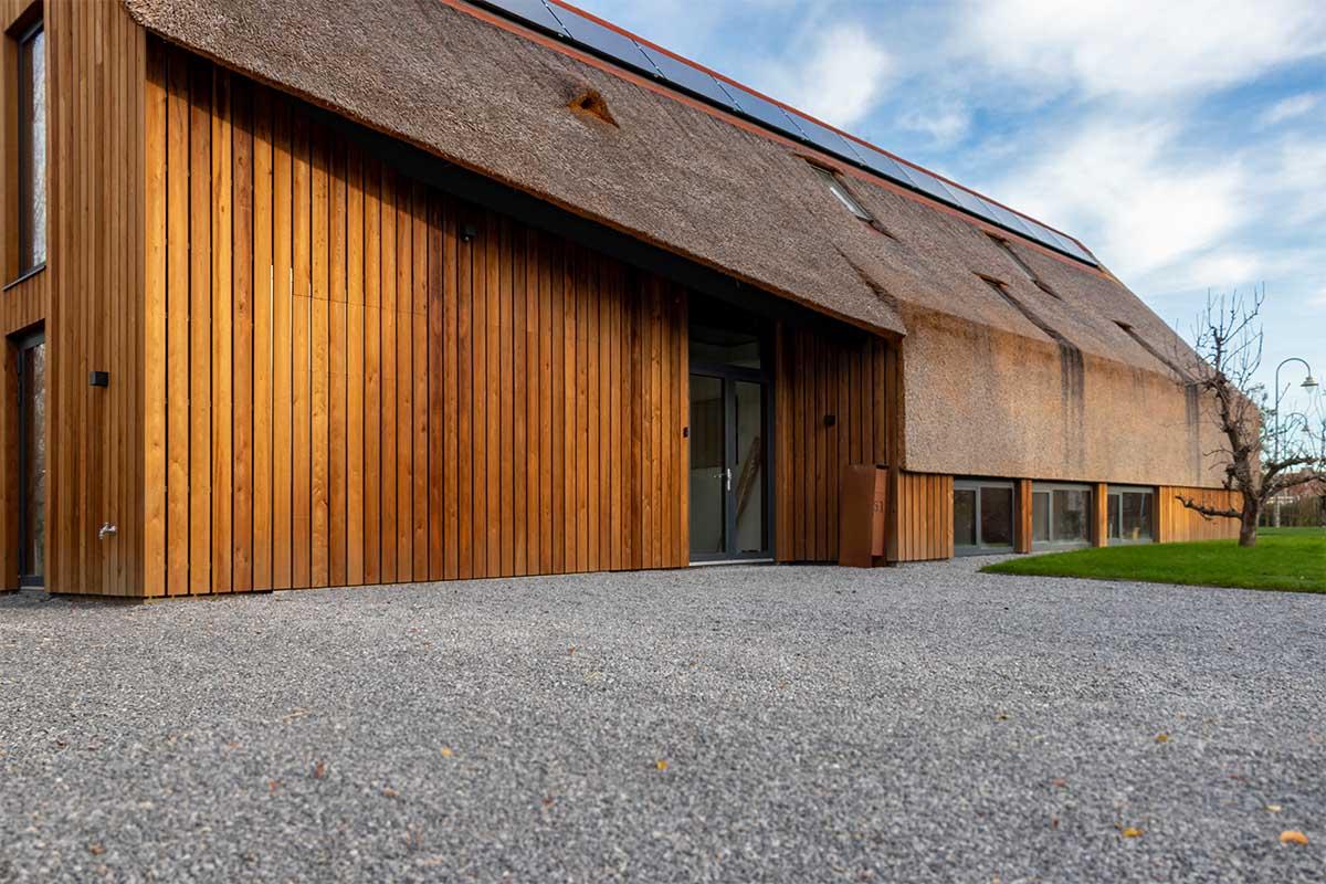houten garagedeur gelijk met de gevel (1)