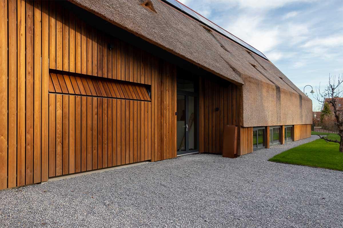 houten garagedeur gelijk met de gevel (3)