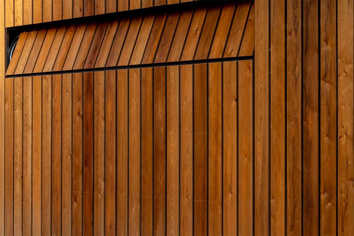 houten garagedeur gelijk met de gevel (8)