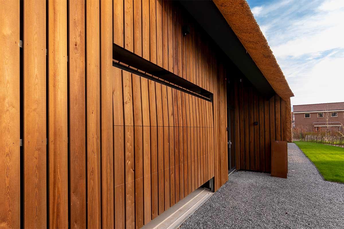 houten garagedeur gelijk met de gevel (14)