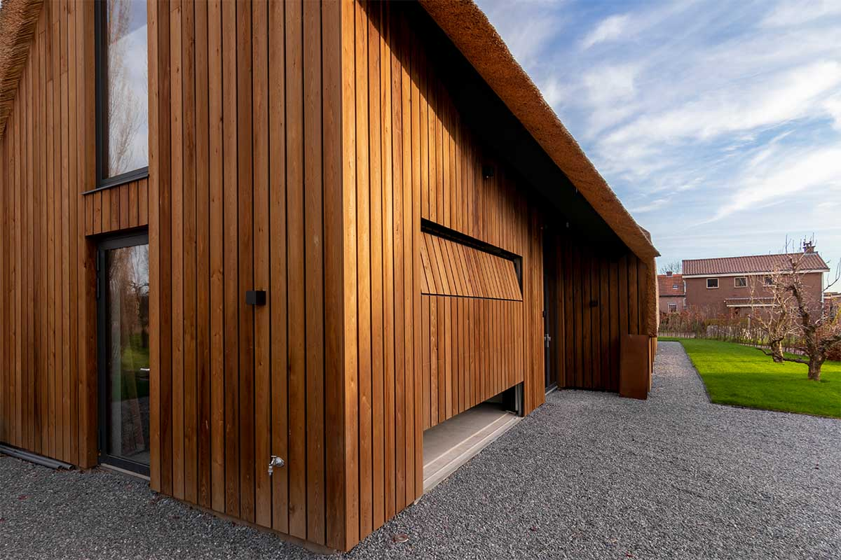 houten garagedeur gelijk met de gevel (15)