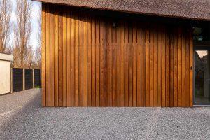 houten garagedeur gelijk met de gevel (17)