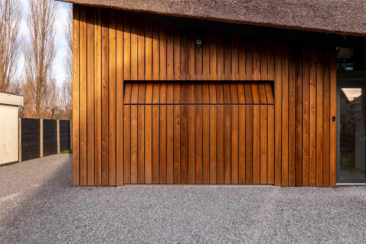 houten garagedeur gelijk met de gevel (18)