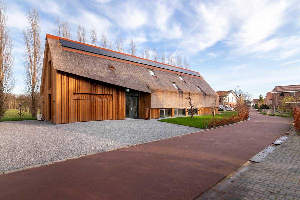 houten garagedeur gelijk met de gevel (19)
