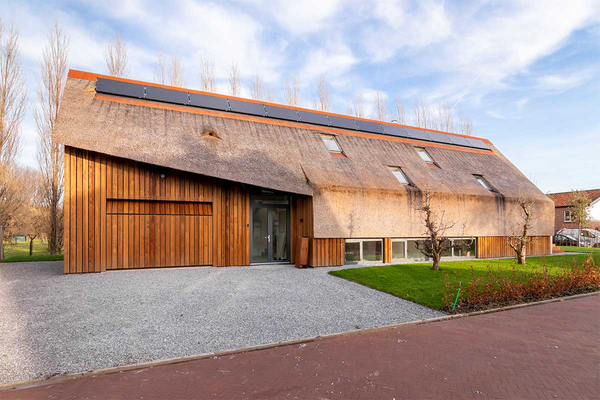 houten garagedeur gelijk met de gevel (25)
