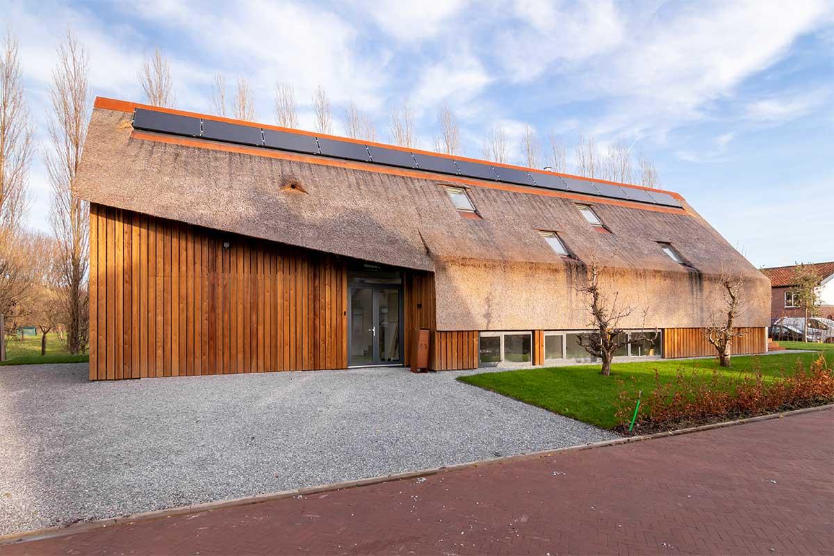 houten garagedeur gelijk met de gevel (26)