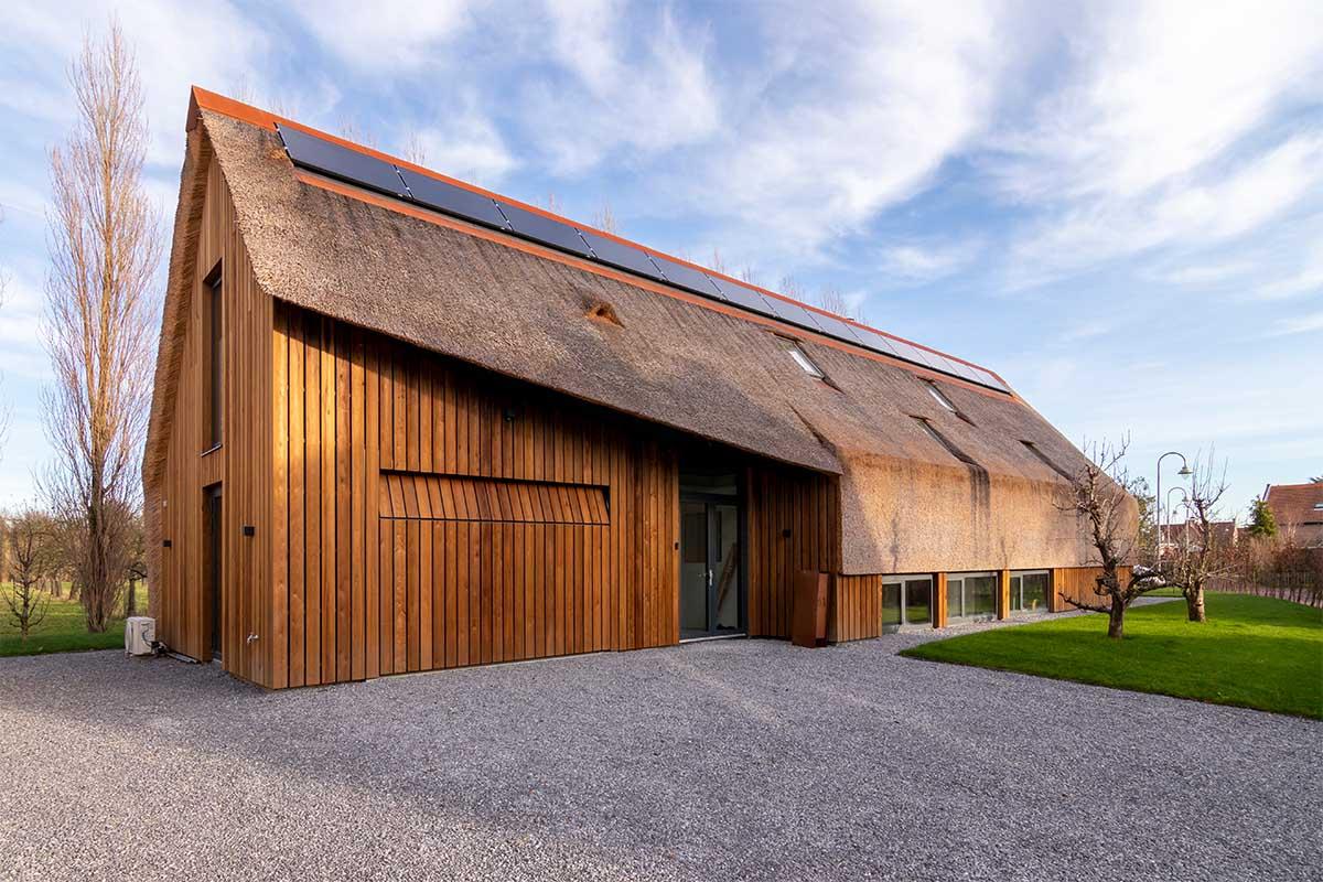 houten garagedeur gelijk met de gevel (28)