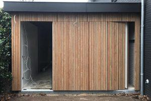 gelijk-in-de-wand-zijwaartse-garagedeur