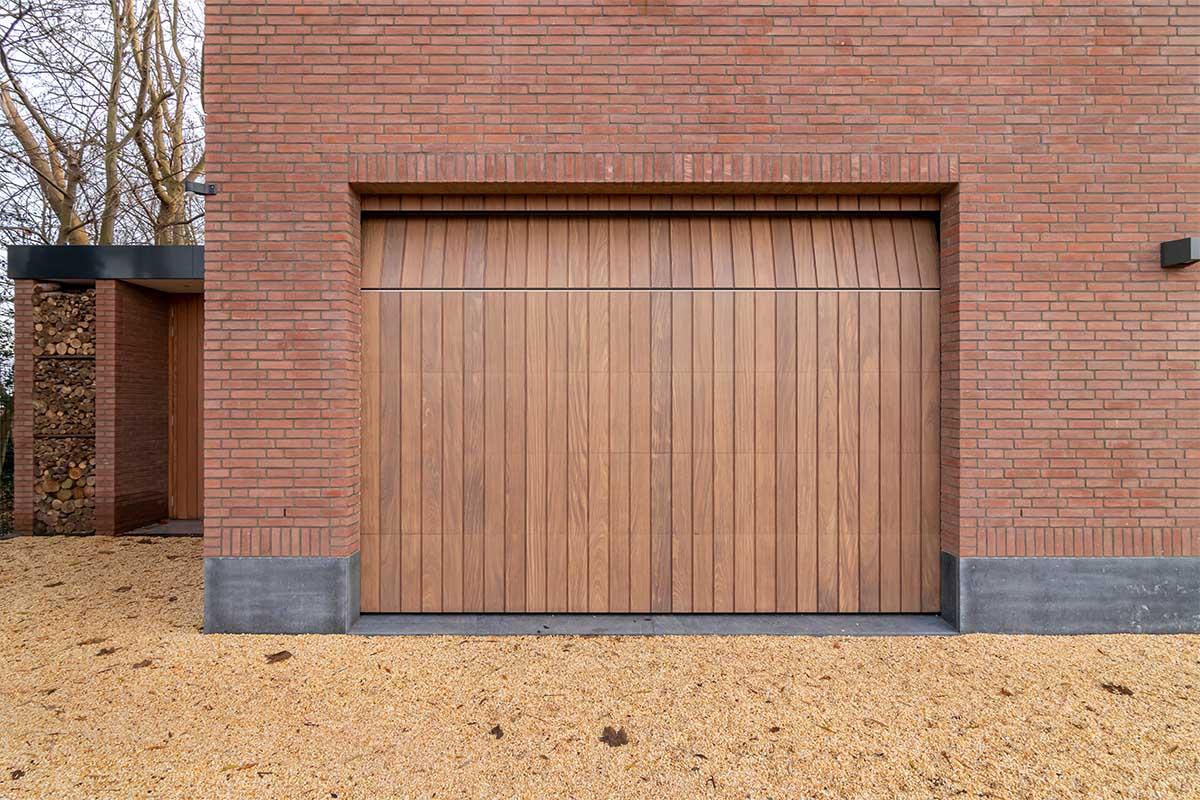 houten verticale garagedeur afrormosia (2)