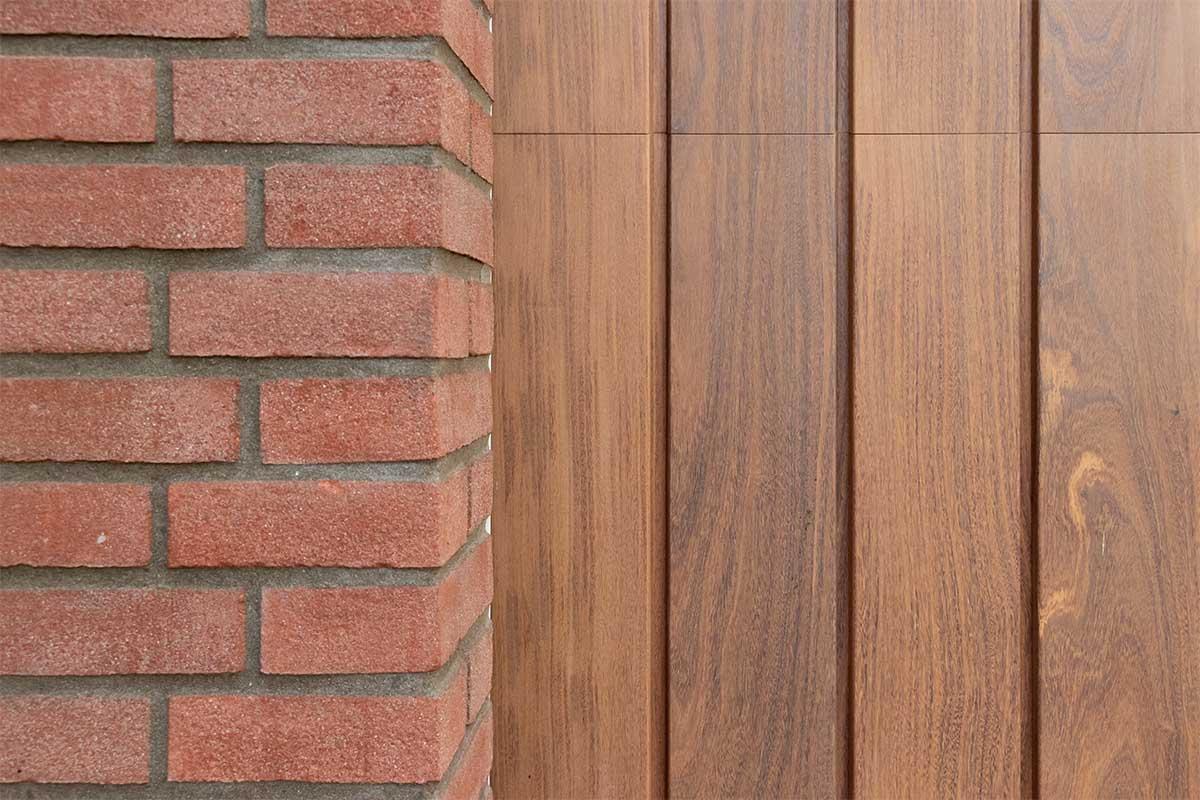 houten verticale garagedeur afrormosia (7)