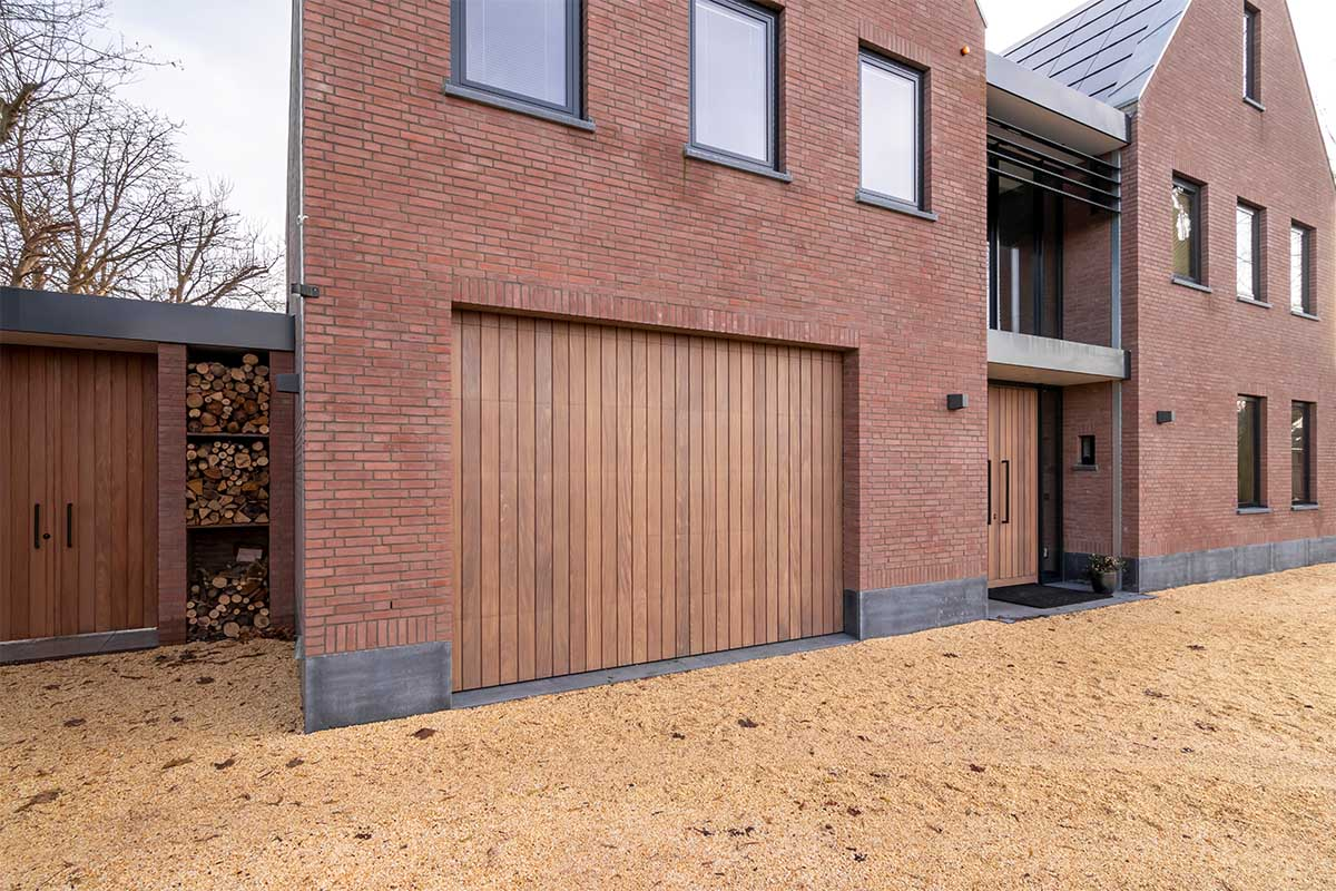 verticale houten garagedeur (1)
