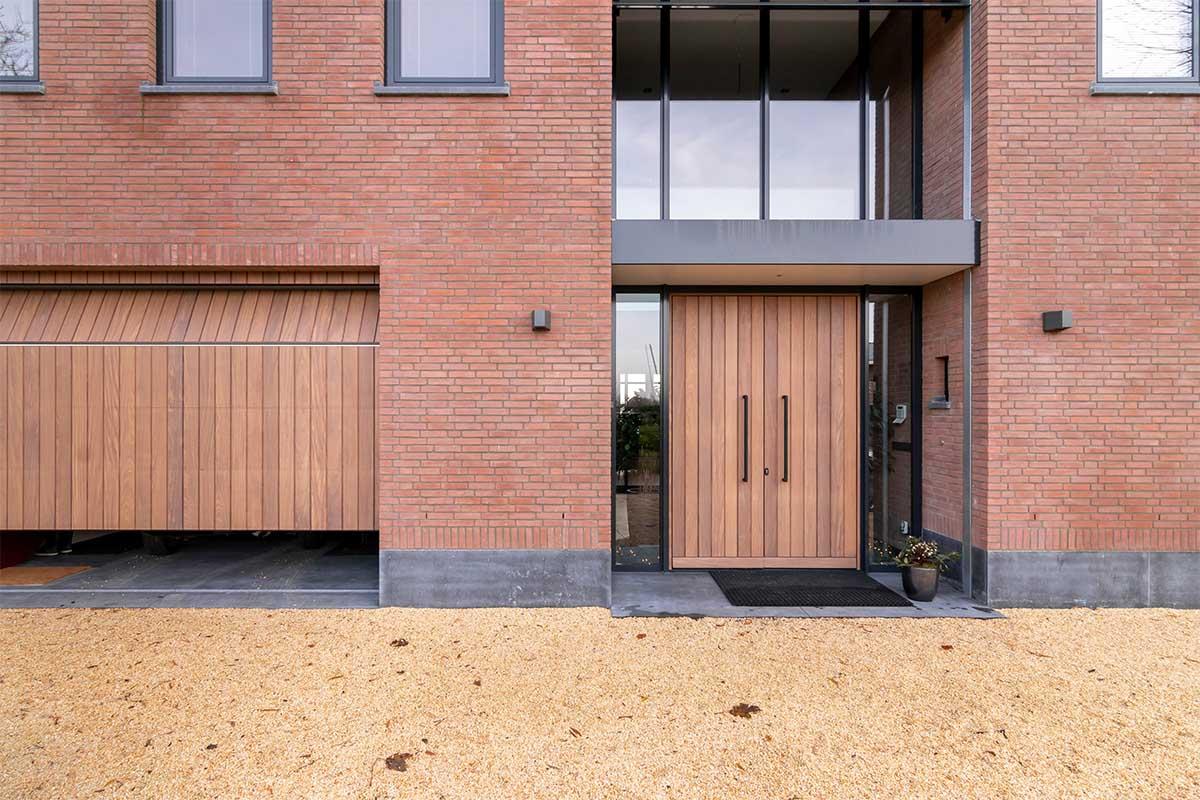 verticale houten garagedeur (3)