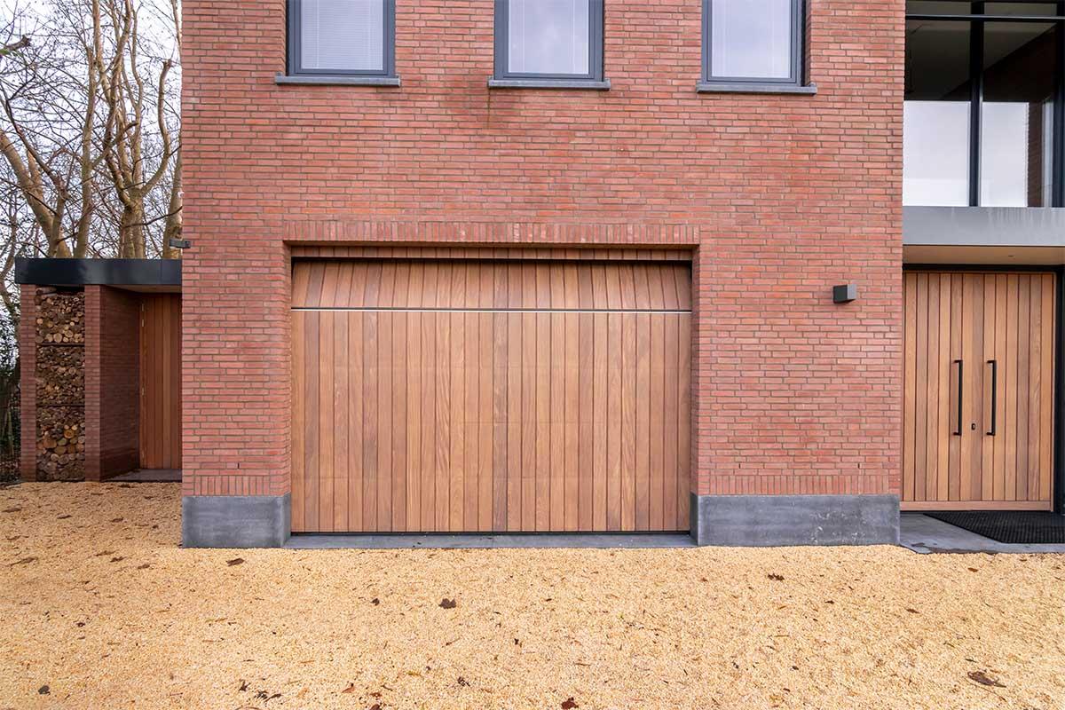 verticale houten garagedeur (4)