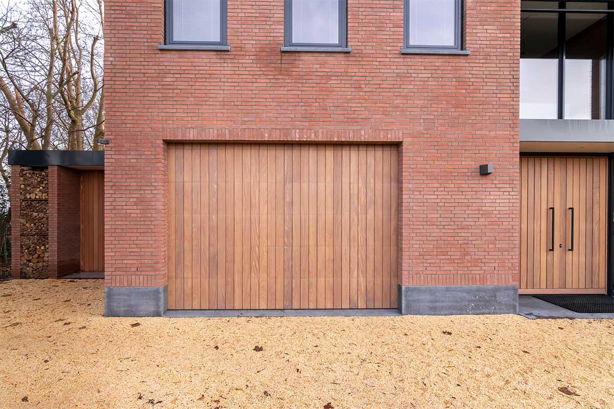 verticale houten garagedeur (5)