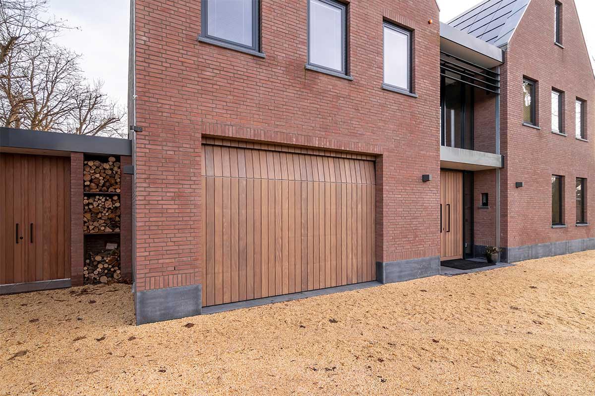 verticale houten garagedeur (6)
