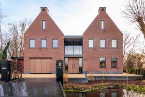 villa voorzien van houten deuren (4)