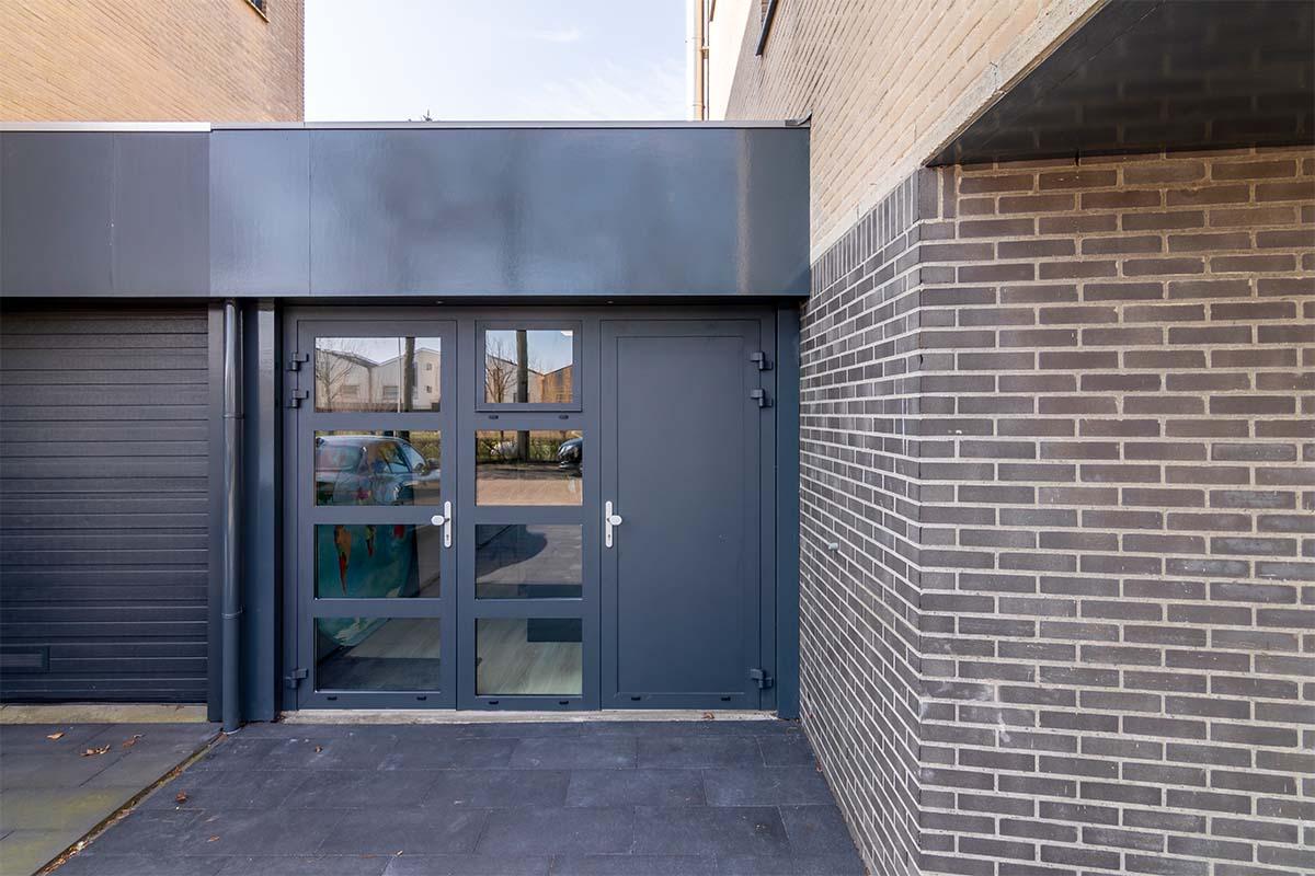 openslaande garagedeur antraciet (4)