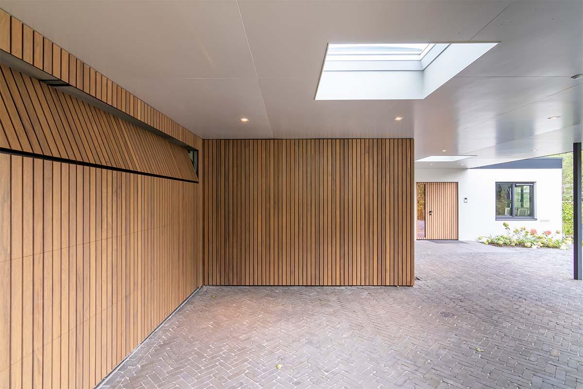 frake houten garagedeur en voordeur (2)