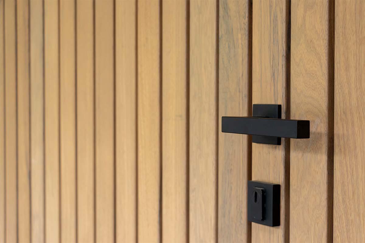frake houten garagedeur en voordeur (10)