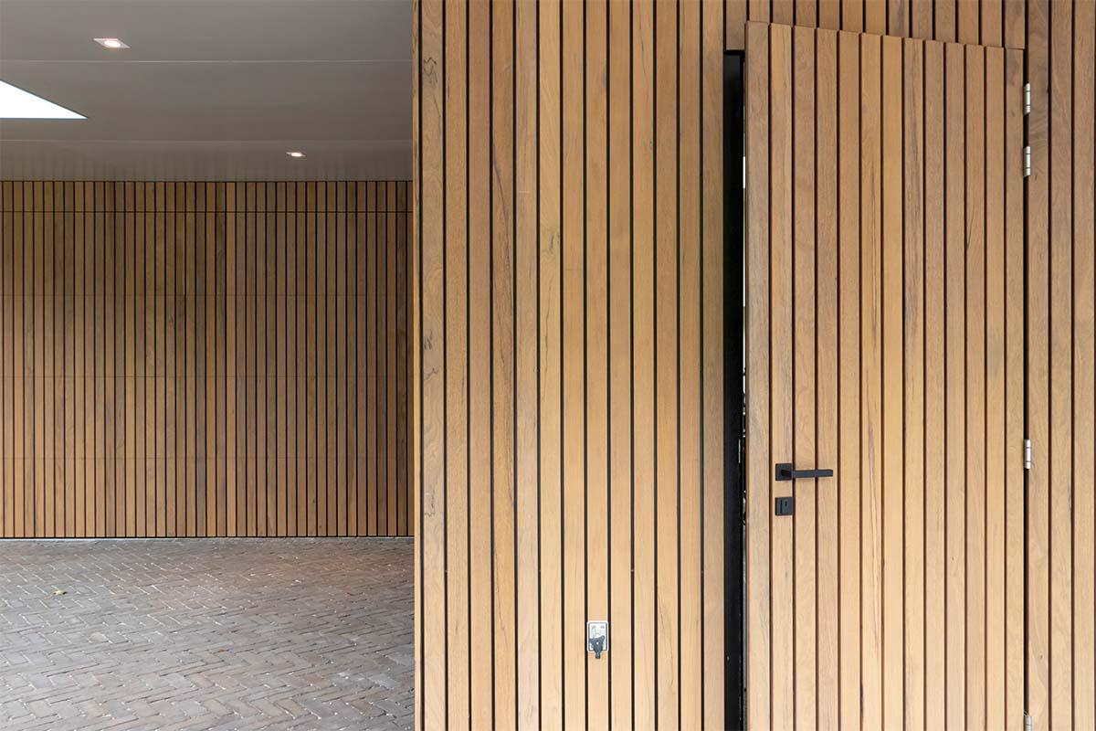 frake houten garagedeur en voordeur (11)