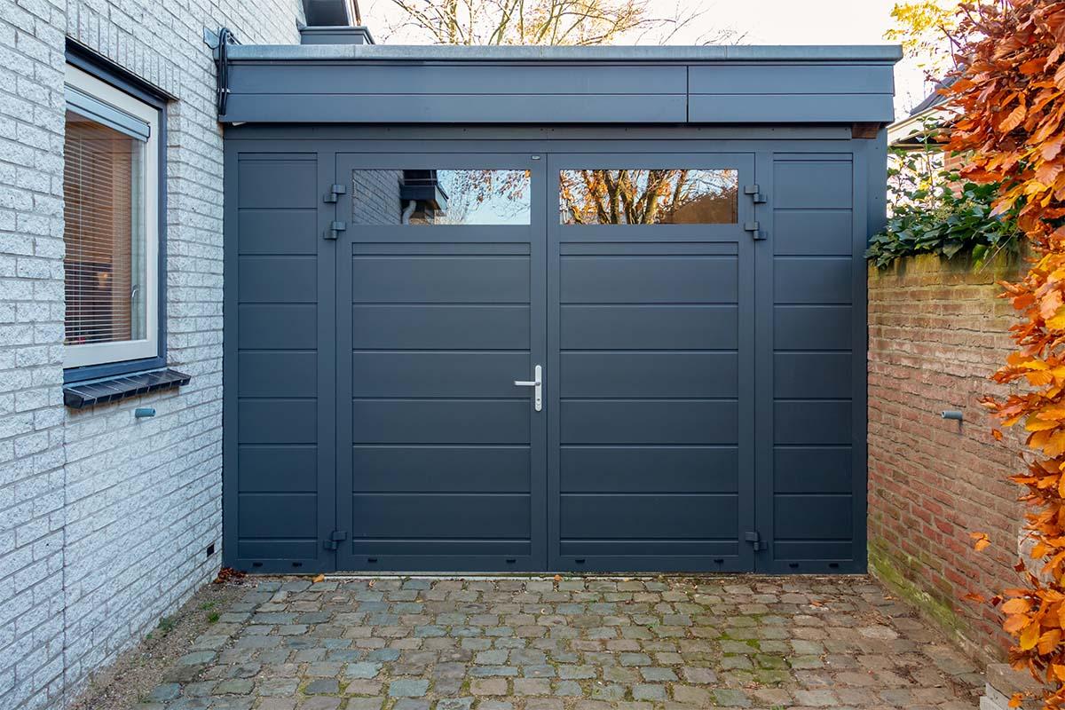 openslaande garagedeur met glas (1)