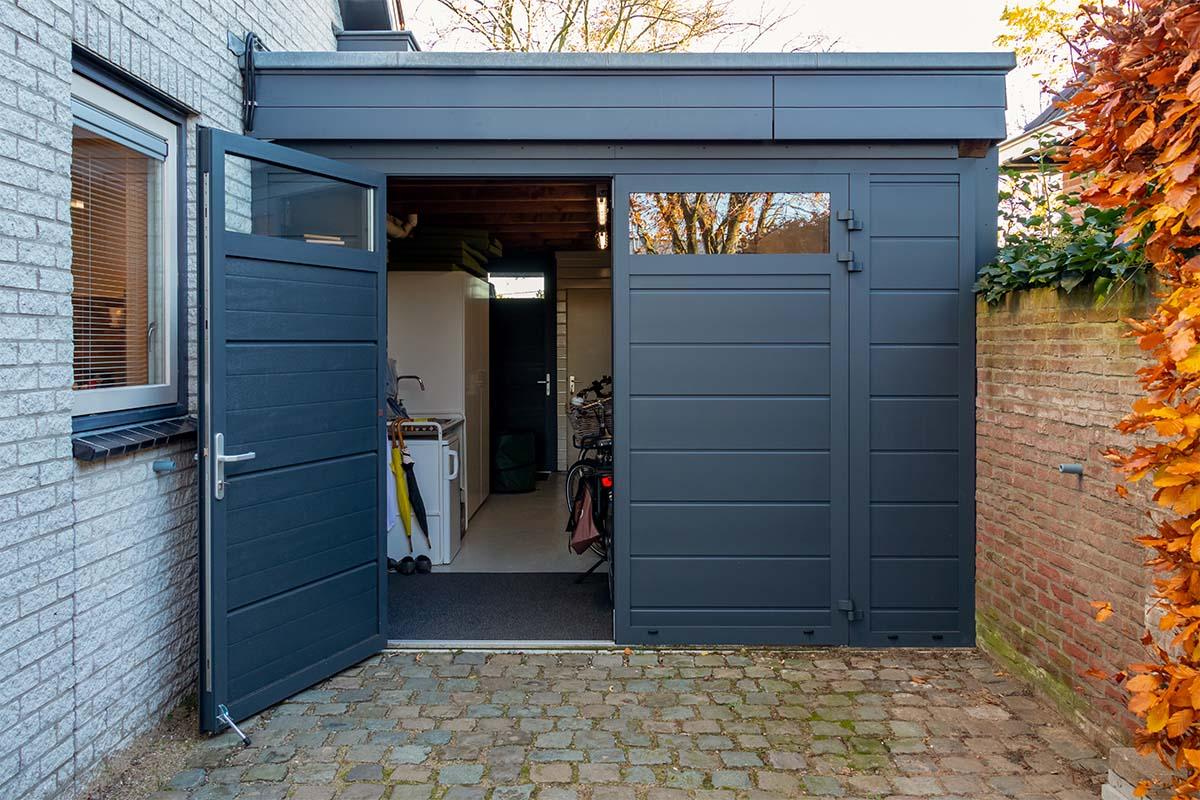 openslaande garagedeur met glas (2)