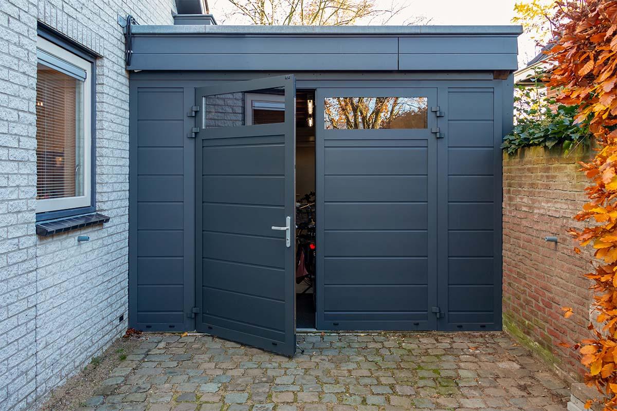 openslaande garagedeur met glas (3)